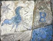 Античный изразец с синей птичкой